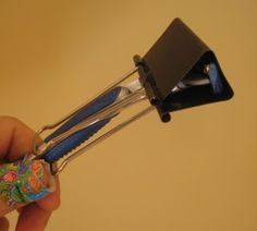 Traveling safely with razors - attach a large binder clip