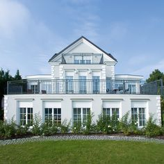 Classic Architecture, House Goals, Timeless Elegance, Home Fashion, Windows And Doors, Sweet Home, House Design, Mansions, Elegant
