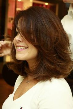 Charming Hairstyles for Mid-Length Hair for Summer 2019 – Page 6 of 20 – Fashion - Best Frisuren Medium Layered Haircuts, Medium Short Hair, Medium Hair Cuts, Short Hair Cuts, Medium Hair Styles, Curly Hair Styles, Mid Length Hair Styles With Layers, Hairstyles For Medium Length Hair With Layers, Great Hair
