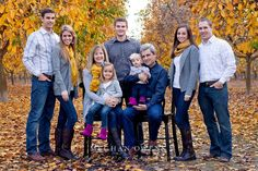 """What to wear for family photoshoots {the """"three colors + POP"""" rule} » Meghan Owens Photography"""
