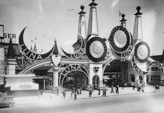 1934: People outside the entrance to Luna Park on Coney Island