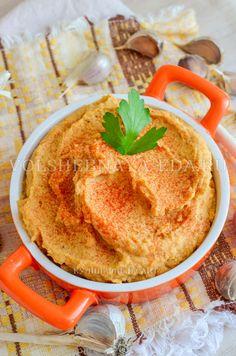 Паштет из печеного чеснока – это и закуска, и намазка для бутербродов, и соус-дип, а также ингредиент для супов и вторых блюд.