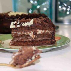 Bolo Casadinha: Bolo de chocolate recheado com creme de chocolate ao leite e branco.  #DiNorma #cake #instagood #photooftheday