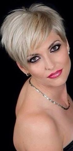 50 + Short Edgy Pixie Cuts and Hairstyles 50 + Short Edgy Pixie Cuts und Frisuren - schick besser Pixie Hairstyles, Pixie Haircut, Short Haircuts, Short Feminine Haircuts, Hairdos, Short Hair Cuts For Women, Short Hair Styles, Short Gray Hair, Medium Hair Styles