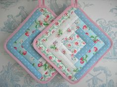 Pair of Cath Kidston patchwork pot holders handmade Quilting Projects, Sewing Projects, Fabric Crafts, Sewing Crafts, Quilt Patterns, Sewing Patterns, Quilted Potholders, Quilted Coasters, Cath Kidston Fabric