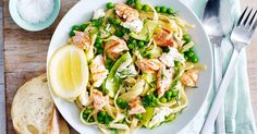 Lemony salmon pasta with spring vegetables and ricotta « European Recipes « All Tasty Recipes Smoked Salmon Pasta Recipes, Salmon Recipes, Fish Recipes, Lemon Pasta, Fresh Pasta, Queso Ricotta, Work Meals, How To Cook Pasta, Italian Recipes