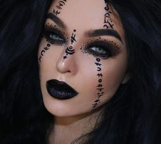 Looking for for inspiration for your Halloween make-up? Check out the post right here for cute Halloween makeup looks. Makeup Clown, Witch Makeup, Sfx Makeup, Cosplay Makeup, Costume Makeup, Makeup Art, Demon Makeup, Makeup Ideas, Makeup Tips