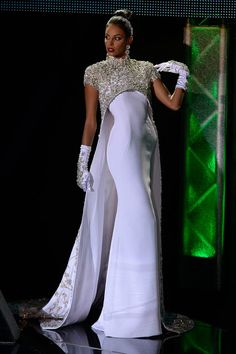 Best Evening Gowns in Pageantry: 2019 Edition - Pageant Planet White Evening Gowns, Evening Dresses, Formal Dresses, Evening Hair, I Dress, Lace Dress, Pageant Dresses, Bridal Dresses, Look Fashion