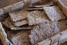 Näkkäriä kannattaa leipoa itse, koska ne ovat helppoja valmistaa, maistuvat kerrassaan herkullisilta ja säilyvät hyvin - mikäli eivät ka...