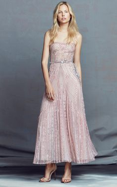 Zuhair Murad Resort 2018 Fashion Show Collection: See the complete Zuhair Murad Resort 2018 collection. Look 13 Style Couture, Couture Fashion, Beautiful Gowns, Beautiful Outfits, Fashion 2018, Fashion Show, Couture Dresses, Fashion Dresses, Bodycon