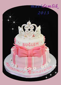 mavi demlik mutfağı- izmir butik pasta kurabiye cupcake tasarım- şeker hamurlu-kur: BUĞLEM'İN TAÇLI 1 YAŞ PASTASI