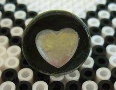 Bague ronde verre noir coeur blanc. : Bague par laboiteabijouxnanny Vendu