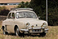 #Renault #Dauphine au #Retrocoeur à #Martigues. #MoteuràSouvenirs Reportage…