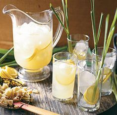 Lemongrass Lemonade by Fine Cooking. Surprisingly, the salt in this recipe makes the drink's sweetness more pronounced. Lemongrass Recipes, Yummy Drinks, Healthy Drinks, Healthy Desserts, Ginger Juice, Lemon Drink, Food Trends, Fresh Lime Juice, Hawaii