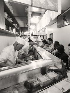 Sushi restaurant at Tokyo's Tsukiji fish market | by Colin Macleod on 500px 築地