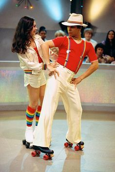Roller Disco is the episode of Season 3 on FOX comedy Show. Kelso's jealous when Jackie picks Fez to be her partner in a roller disco competition. Roller Disco, Roller Derby, Roller Skate Party, Disco Roller Skating, Mode Disco, Disco 70s, 70s Disco Fashion, 70s Fashion Men, Disco Night