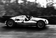 Tazio Nuvolari - Auto Union Type D, 1938 International Grand Prix at ...