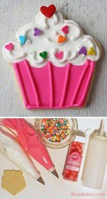 <3 (royal icing cookies heart)