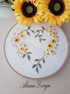 Hand Embroidery Patterns Flowers, Hand Embroidery Art, Wedding Embroidery, Creative Embroidery, Simple Embroidery, Embroidery Kits, T-shirt Broderie, Broderie Simple, Bordado Floral