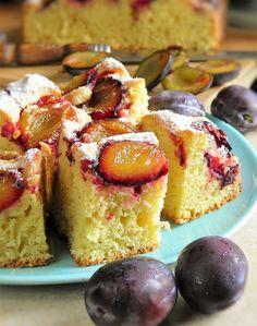 Bardzo polecam to ciasto, wyszło pyszne. Jest łatwe, niedrogie, można do jego przygotowania użyć innych owoców, choć w połączeniu z soczyst... Polish Desserts, Polish Recipes, Bakery Recipes, Dessert Recipes, Cooking Recipes, Plum Recipes, Sweet Recipes, Plum Cake, Just Bake