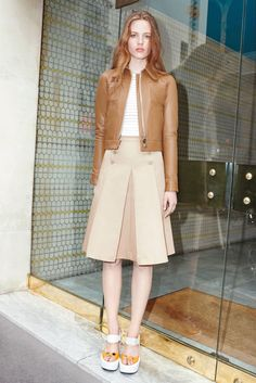 Carven - Resort 2016 - Look 1 of 27?url=http://www.style.com/slideshows/fashion-shows/resort-2016/carven/collection/1