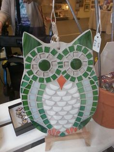 like the square tiles for eys and the beak shape.need more color thoe Owl Mosaic, Mosaic Garden Art, Mosaic Flower Pots, Mosaic Birds, Mosaic Wall Art, Mosaic Diy, Mosaic Crafts, Mosaic Projects, Mosaic Rocks
