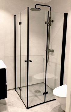New Bathroom Designs, Modern Bathroom Design, Bathroom Interior, Bathroom Inspiration, Interior Inspiration, Minimalist Bathroom, Luz Led, Black Decor, Beautiful Bathrooms