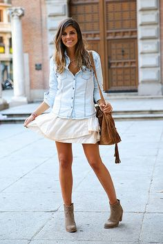 trendy_taste-look-outfit-street_style-denim-blog-blogger-fashion_spain-moda_españa-botines_camperos-it_shoes-cowboy_booties-skirt-falda-bols...