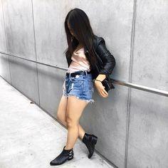 Channeling my inner Michael Jackson 😎 #ootd #ootn #ootdmagazine #fashion #fashionblogger #fashionaddict #fashiondiaries #fashiondaily #style #styleblogger #streetfashion #streetstyle