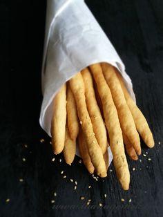 Malzemeler:  -100 gr oda ısısında tereyağı yada margarin  - 1 su bardağı kepekli ekmek ( 200 ml bardak )  - 1 su bardağı normal un ...