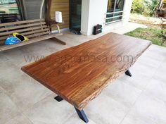 Farklı tropik ağaç cinslerinden kütük masa uygulamaları HVS Tasarım'da.