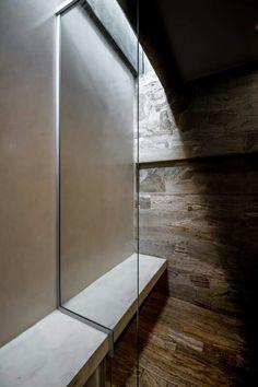 La luz entra al interior del baño