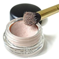 The Best Concealer I've Ever Used Isn't Even a Concealer. MAC Pro Pot used on eyelids as a primer and also concealer with flesh tones colors listed in post Do It Yourself Fashion, Makeup Yourself, Beauty Secrets, Beauty Hacks, Beauty Products, Beauty Care, Beauty Ideas, Makeup Products, Beauty Guide