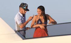 Neymar registra com o celular momentos românticos das férias com Bruna Marquezine