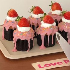 Cute Desserts, Chocolate Desserts, Dessert Recipes, Chocolate Cupcakes, Cafe Food, Aesthetic Food, Pretty Cakes, Sweet Recipes, Yummy Recipes