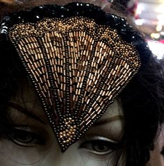 DECO FAN BEADED APPLIQUE Black /& White Mix Glass Beads Roaring 20/'s 1pc headband