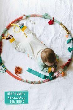 How to make a sensory hula hoop for baby& DIY baby gift idea! How to make a sensory hula hoop for baby& DIY baby gift idea! The post How to make a sensory hula hoop for baby& DIY baby gift idea! Montessori Baby, Montessori Bedroom, Montessori Activities, Baby Sensory Play, Baby Play, Fun Baby, Sew For Baby, Diy Baby Gifts, Baby Crafts