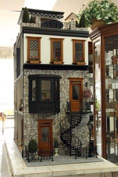 Love this dollhouse.