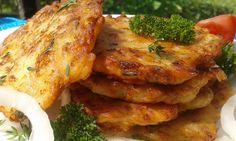 Cibuli si nakrájíme na hodně jemné kousky. Smícháme mouku, vejce, cibuli koření, šunku a sýr a mléko. Lžíci dáváme na rozpálený olej placičky a... Low Carb Recipes, Vegan Recipes, Cooking Recipes, Czech Recipes, Ethnic Recipes, Fast Dinners, Hungarian Recipes, Sweet And Salty, Tandoori Chicken