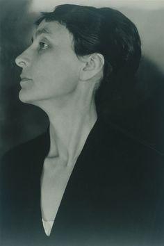 Las fotografías que Stieglitz realizó a Georgia O'Keeffe se descubren al cabo del tiempo como un auténtico estudio del cuerpo de la mujer, pero también del cuerpo del artista y, sobre todo, d…