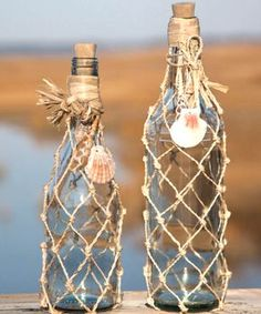 DIY Craft decorated glass bottles rope-net-bottle-ideas Coastal Beach Home decoration ideas Recycled wine bottles Eco Red forra botellas para decorar casa en la playa nautica decoracion facil barata creativa elegante