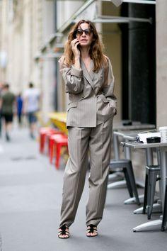 ゴルチエのパンツスーツをこなれたムードで着て|Ece Sukan|SPUR.JP