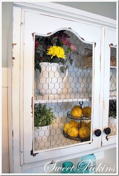 with Vaseline and Cabinet Scrapers} Love this Chicken Wire cabinet!Love this Chicken Wire cabinet! Cocina Shabby Chic, Shabby Chic Kitchen, Rustic Kitchen, Distressed Cabinets, Distressed Furniture, Painted Furniture, Furniture Ideas, Furniture Nyc, Furniture Websites