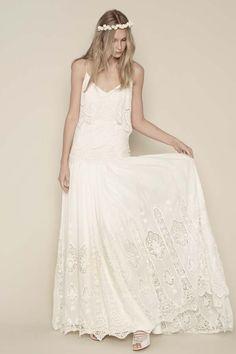 Robe de mariée style bohème fines bretelles - Robe: Rue De Seine Chloe #bridaldress #bohemianbride #weddingdress