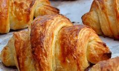 A croissant is a buttery, flaky, viennoiserie-pastry named for its well-known crescent shape. Croissants and other viennoiserie are made of a layered yeast-leavened dough. The dough is layered with… Brunch Recipes, Breakfast Recipes, Brunch Food, Homemade Croissants, Dough Ingredients, Pastry Cake, Food Menu, Food Inspiration, Baking Recipes