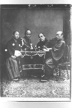 文久2年(1862年)オランダにて。右から柴田貞太郎、福澤諭吉、太田源三郎、福田作太郎
