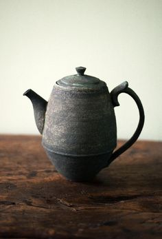 high old Japanese teapot with slanted floor Pottery Teapots, Ceramic Teapots, Ceramic Clay, Ceramic Plates, Ceramic Pottery, Teapots And Cups, Tea Art, Japanese Pottery, Chocolate Pots