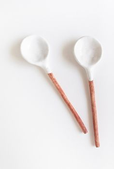 Handmade spoons about 7 inches long . in lovely White Glaze on spoon part, handle is natural tinted with an iron oxide for a wooden feeling. decorations handmade Ceramic Spoons Home Decor Handmade White Glaze - pair of spoons Ceramic Spoons, Ceramic Clay, Ceramic Pottery, Cerámica Ideas, Decor Ideas, Decoration Bedroom, Air Dry Clay, Handmade Home Decor, Dinnerware