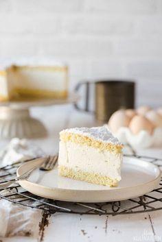 Diese Käse-Sahne-Torte ist super cremig und unglaublich lecker. Noch dazu ist dieser cremige Tortenklassiker kinderleicht!