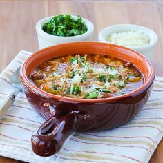 Slow Cooker Vegetarian Pasta e Fagioli Soup . Pasta e Fagioli SHOULD be meatless.that's why it's pasta e fagioli! Healthy Crockpot Recipes, Healthy Dishes, Slow Cooker Recipes, Soup Recipes, Vegetarian Recipes, Cooking Recipes, Healthy Meals, Pasta Recipes, Eating Healthy